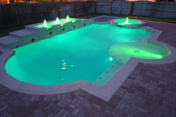 подсветка бассейна про помощи прожекторов